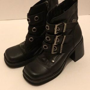 Women's Harley Davidson boots in size 5